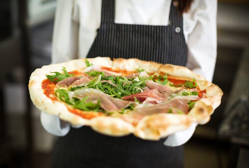 Pizza fresca imagem de stock