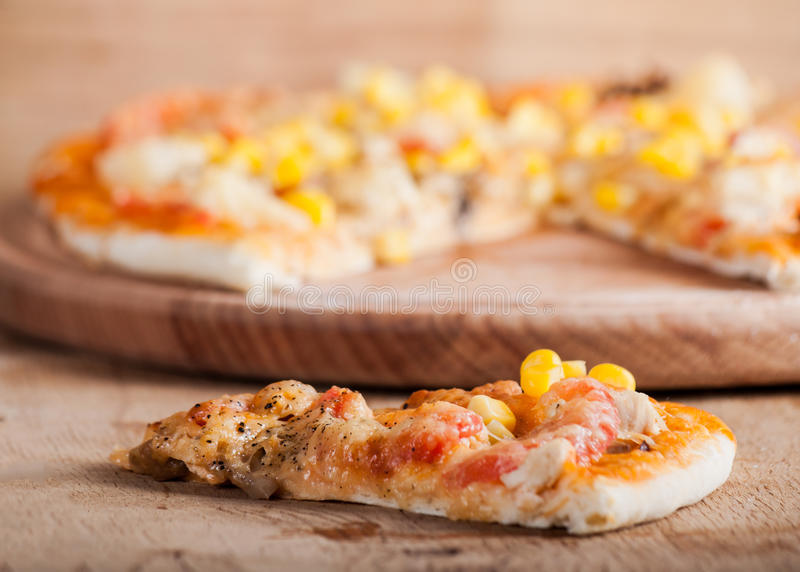 Pizza fresca con formaggio fotografia stock