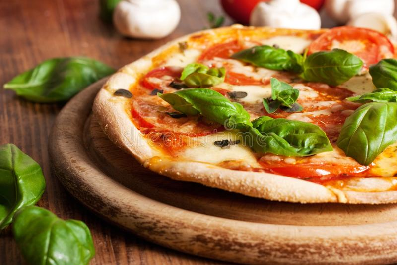 Pizza fresca do vegetariano imagens de stock royalty free
