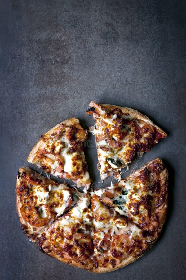 Pizza gastrónoma imagen de archivo libre de regalías