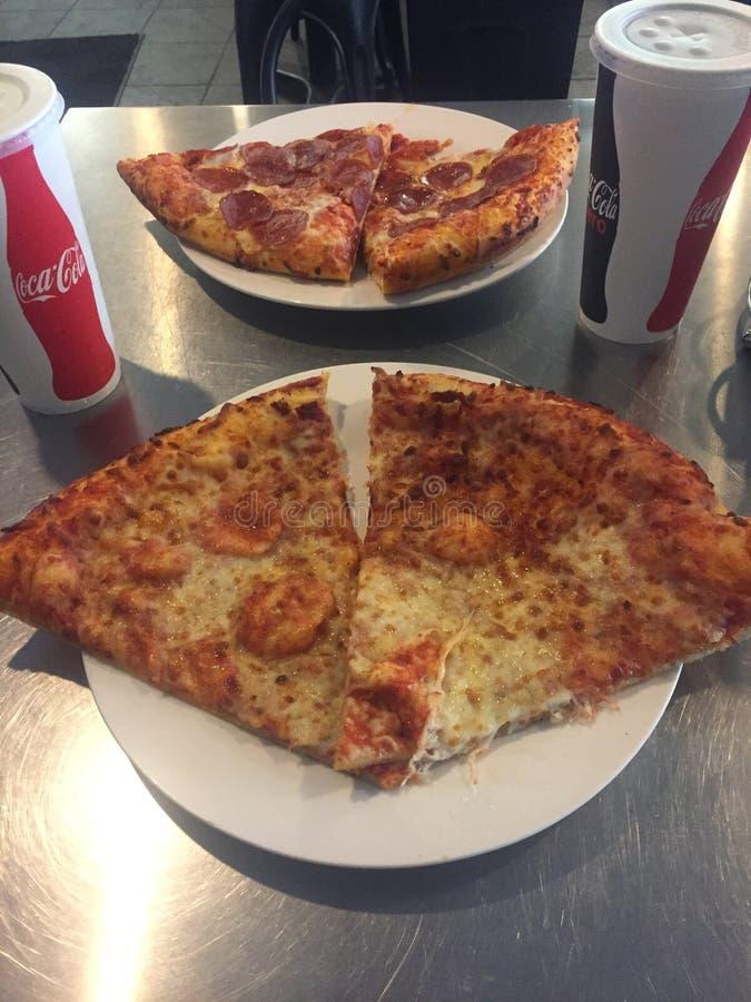 Pizza gościa restauracji data zdjęcia royalty free