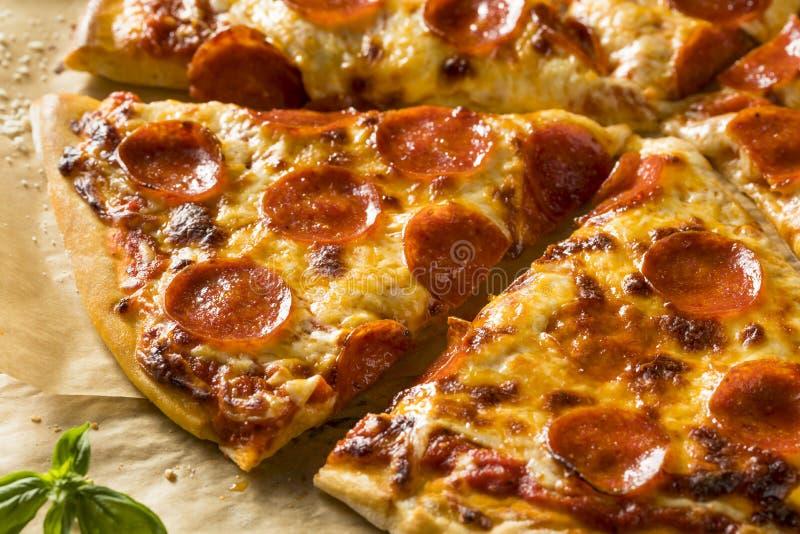 Pizza grasse faite maison de New York de pepperoni photographie stock libre de droits