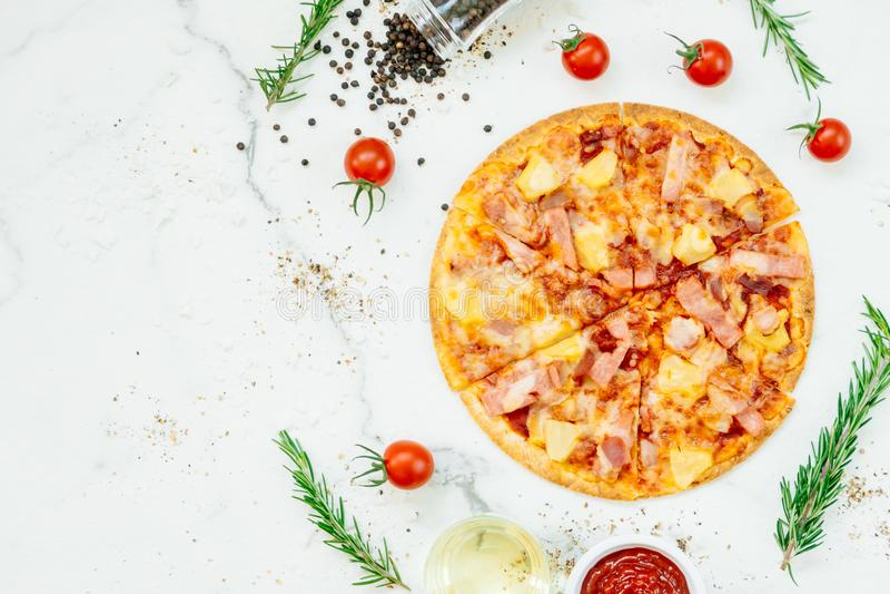 Pizza havaiana imagem de stock royalty free