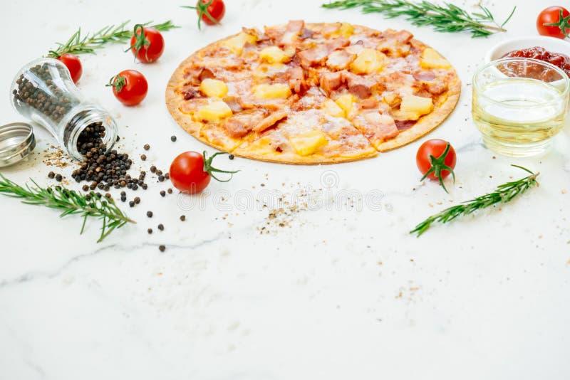 Pizza havaiana foto de stock royalty free