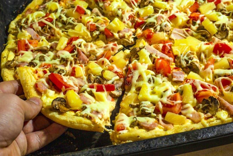 Pizza havaiana foto de stock