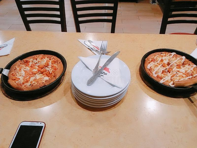 Pizza Hut-restaurangen i Faisalabad Pakistan arkivbilder