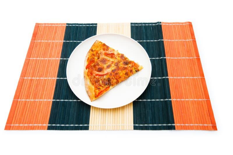 Download Pizza isolada no branco imagem de stock. Imagem de mozzarella - 12811667