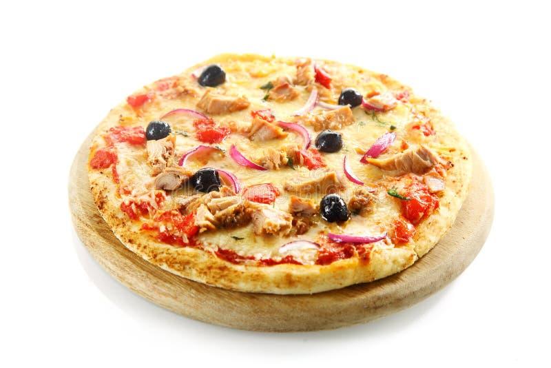 Pizza isolada no fundo branco imagem de stock