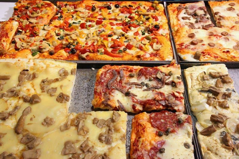Pizza in Italië stock afbeeldingen