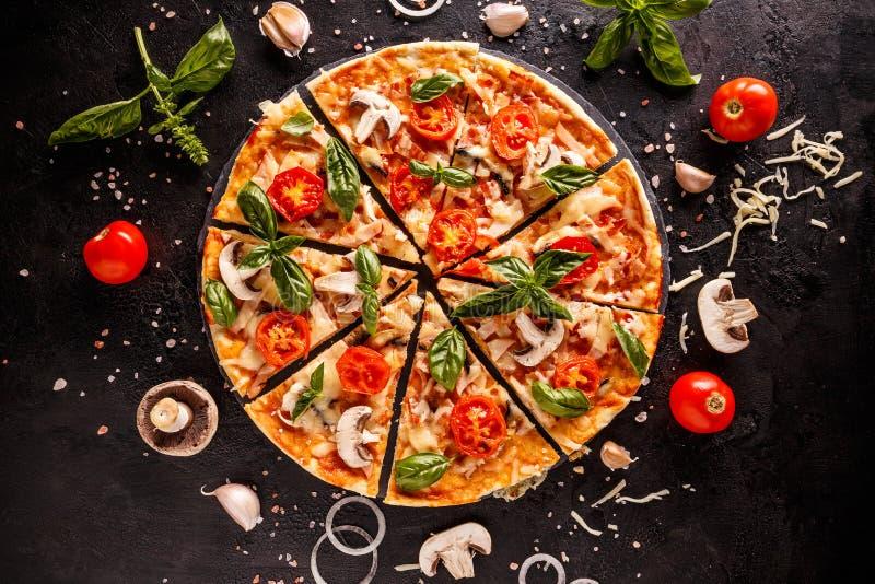 Pizza italiana deliciosa fotografía de archivo
