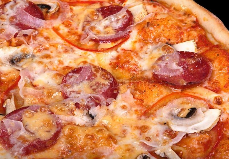 Pizza italiana do alimento com salsicha imagens de stock royalty free