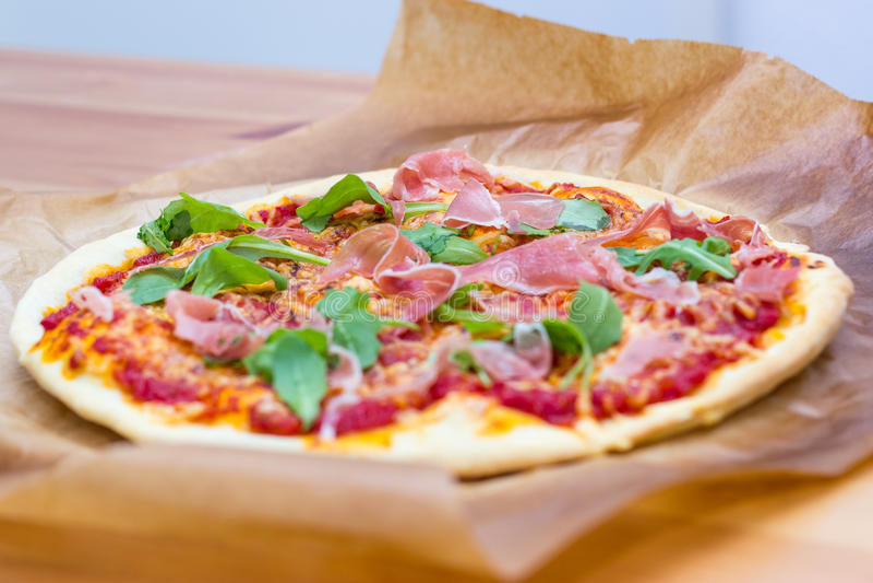 Pizza italiana do estilo imagem de stock
