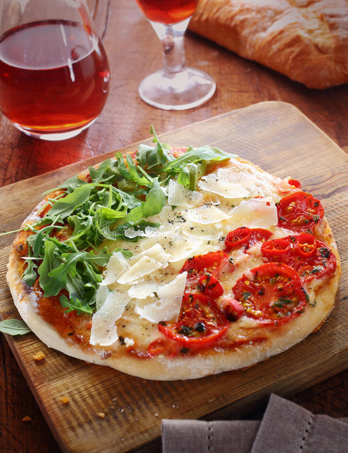 Pizza italiana in rosso, in bianco ed in verde, tricolore fotografia stock libera da diritti