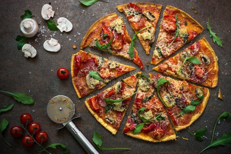 Pizza italiana tradicional fotografía de archivo