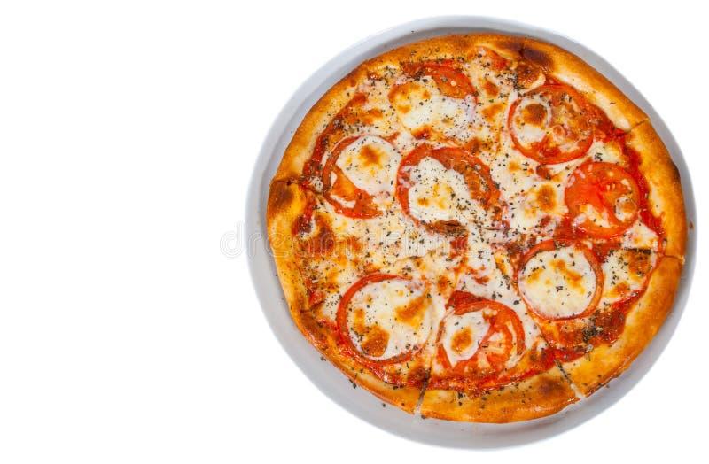Pizza italienne de margherita avec la tomate, le fromage, les herbes et le basilic D'isolement sur le blanc photo libre de droits