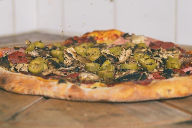 Pizza italienne fra?che  image stock