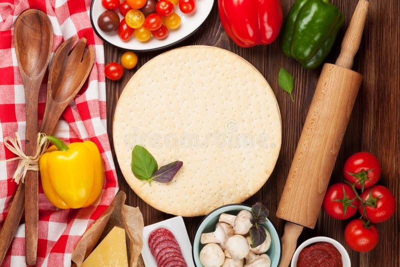 Pizza kokende ingrediënten royalty-vrije stock afbeelding