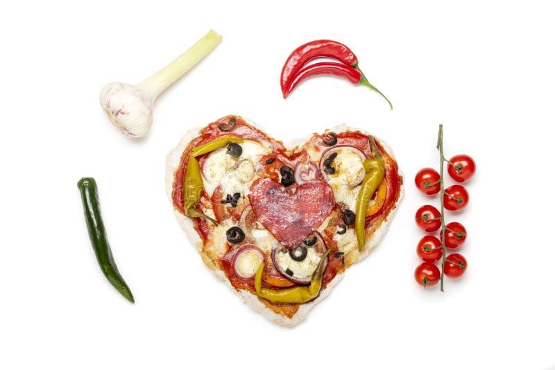 pizza kszta?tuj?ca serca zdjęcia stock