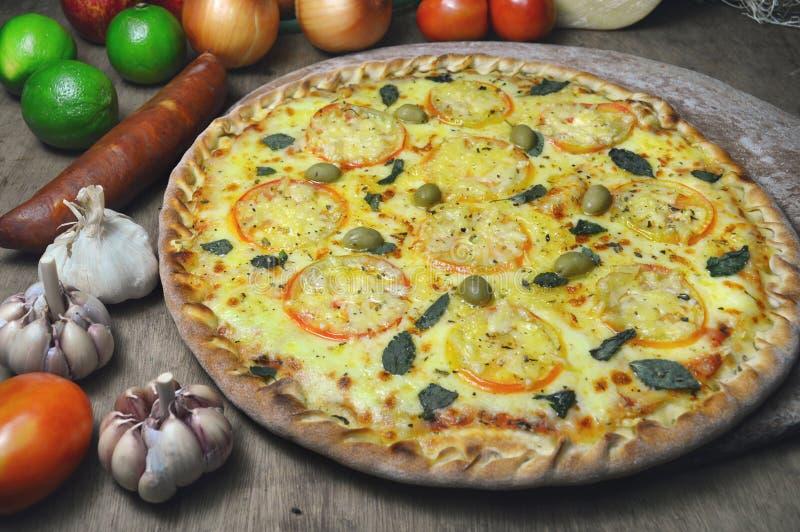 pizza llenada Abierto-hecha frente del italiano del borde imagen de archivo libre de regalías