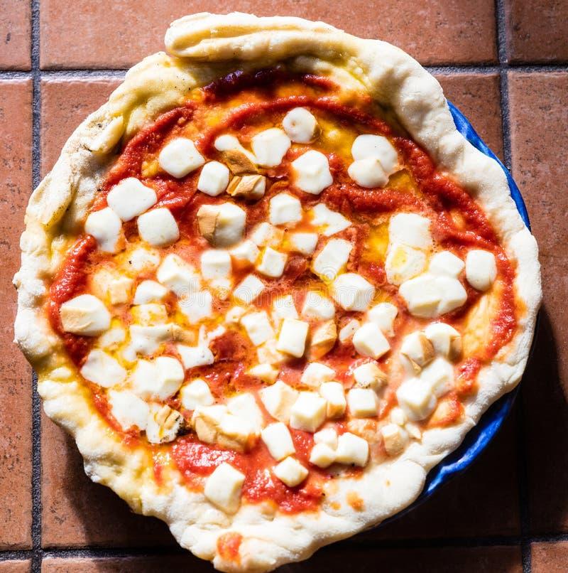 Pizza Margherita dans Napoli images libres de droits