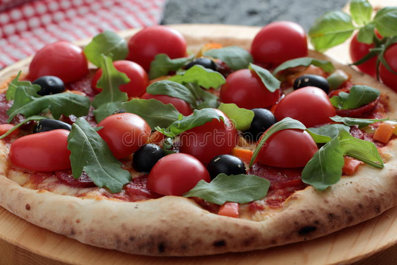 Pizza Margherita z pomidorem i basilem obraz stock