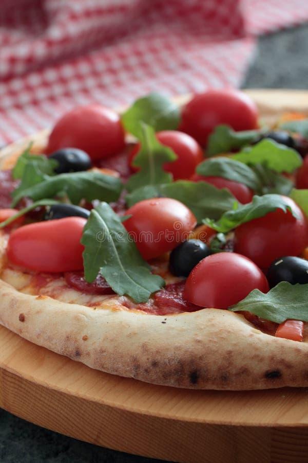 Pizza Margherita z pomidorem i basilem obrazy stock