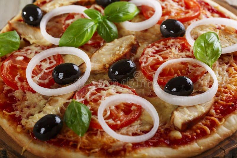 Pizza med höna royaltyfri foto