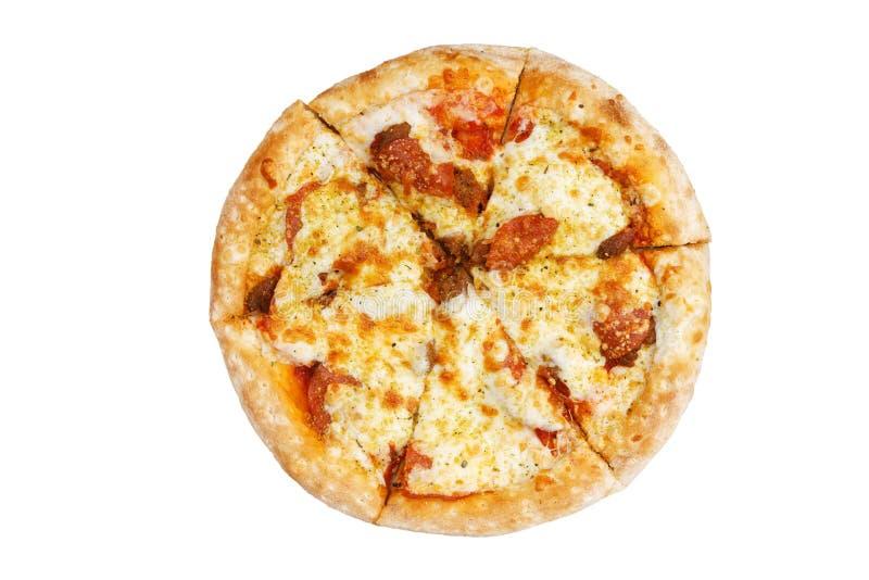 Pizza med peperonin, griskött, mozzarellaost, tomatsås och italienska örter Top besk?dar royaltyfria foton