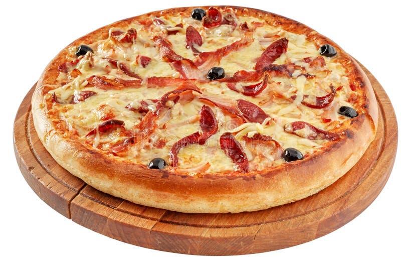 Pizza met bacon en gerookt vlees stock foto