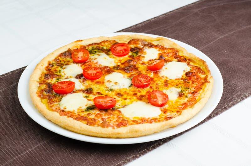 Pizza met Mozarella stock afbeelding