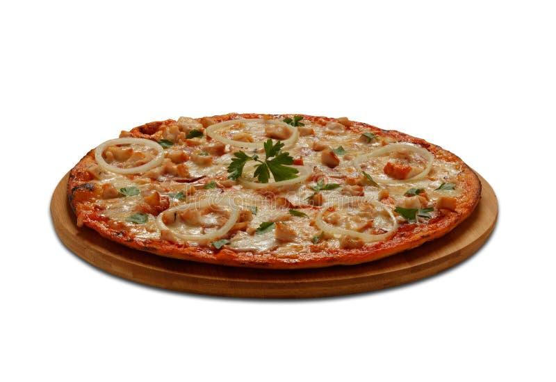 Pizza mit becon, Huhn, ognion und Mozzarella auf weißem backg stockbilder