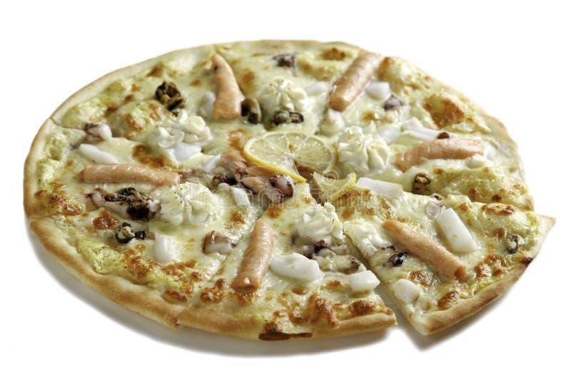 Pizza mit Meeresfrüchtecocktail, Lachs stockfotos