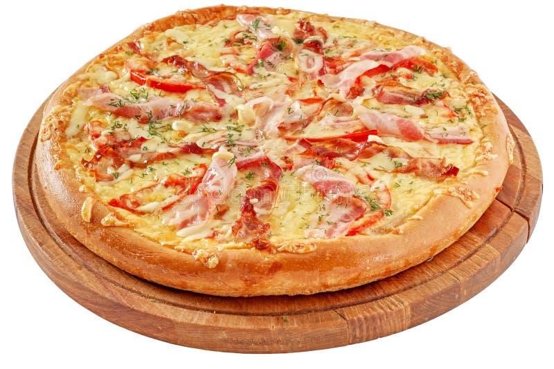 Pizza mit Speck und chiken stockfotos