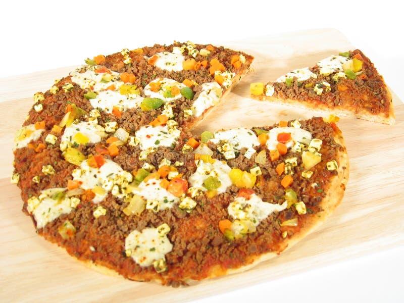 Pizza mit Stück lizenzfreie stockfotos
