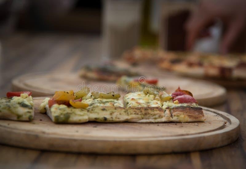 Pizza na madeira foto de stock