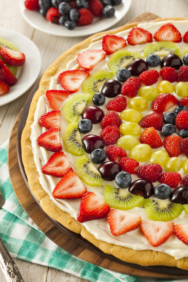 Pizza naturelle faite maison de fruit photos libres de droits