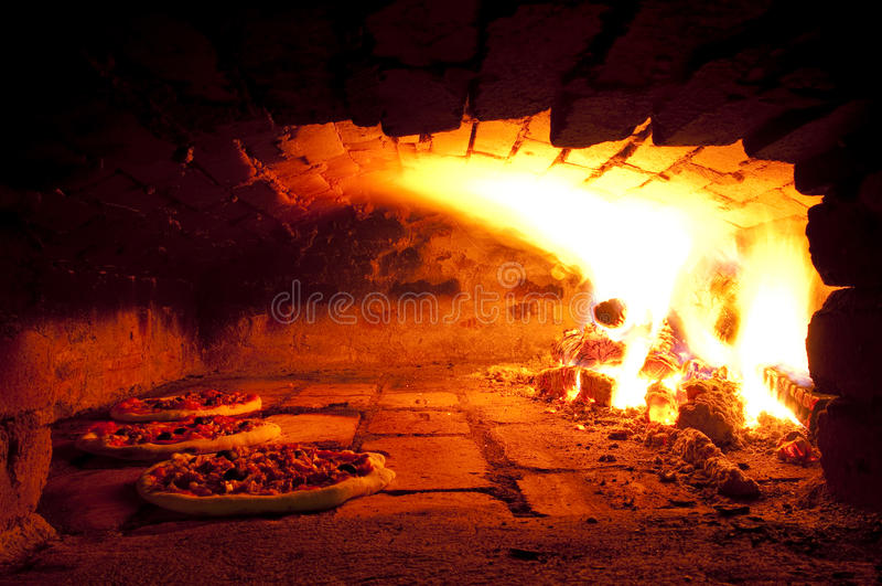 Pizza-Ofen lizenzfreie stockfotografie