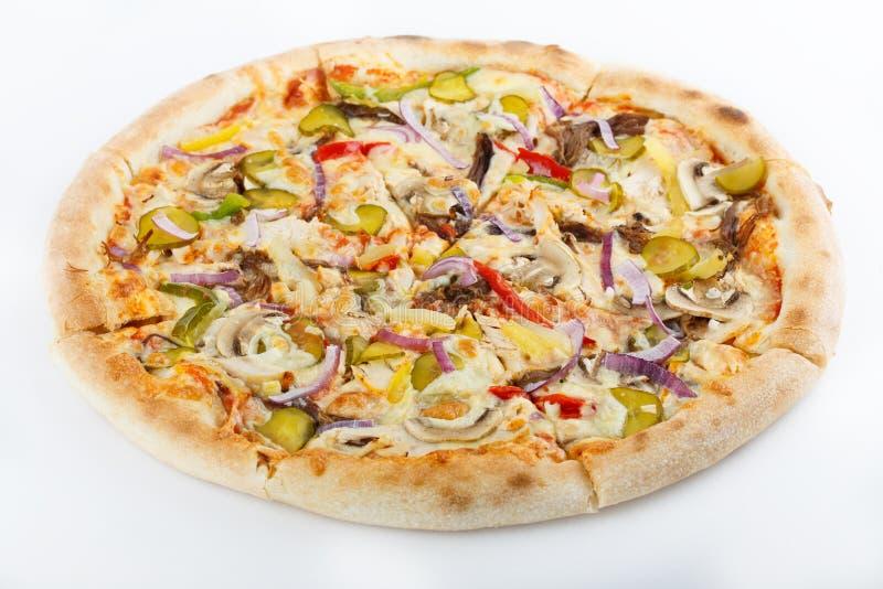 Pizza original clássica italiana fresca isolada no fundo branco foto de stock