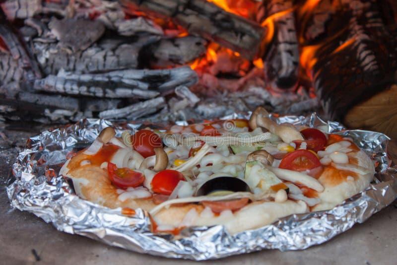Pizza original fresca foto de stock royalty free