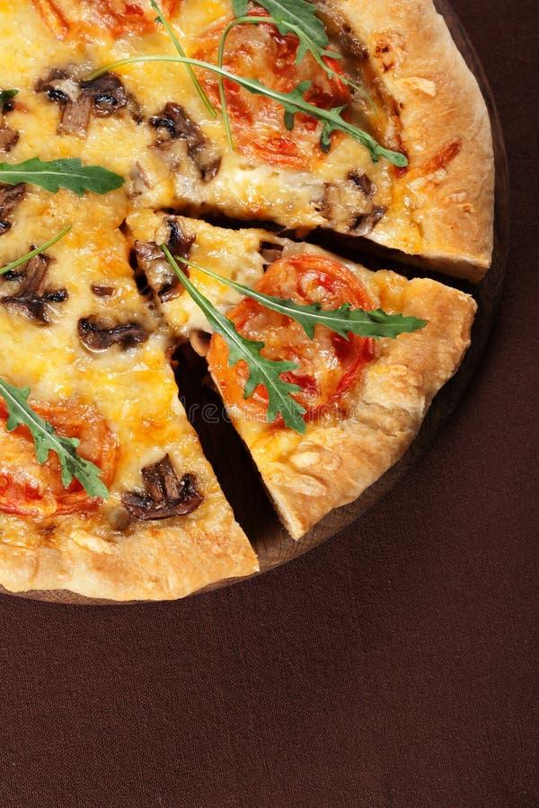 pizza pieczarkowi pomidory zdjęcia stock
