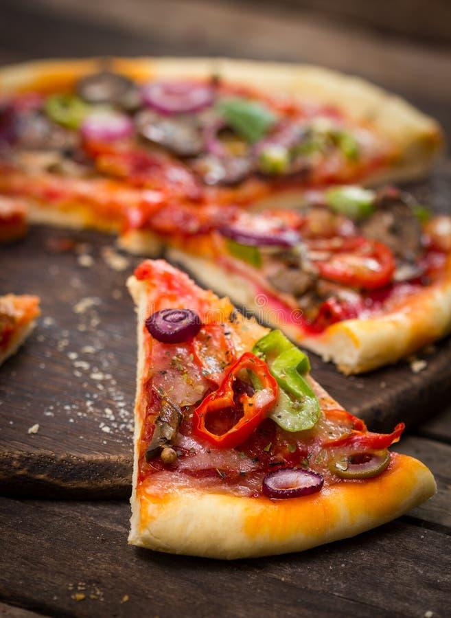 pizza pokrajać fotografia royalty free