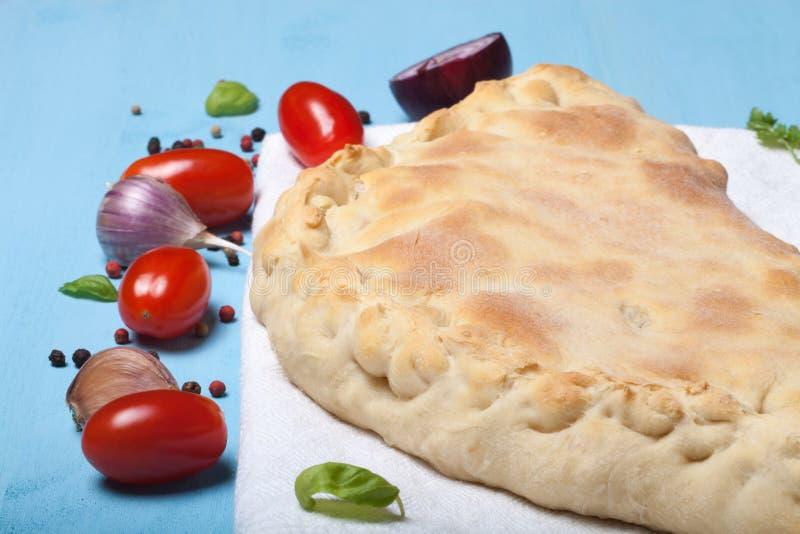 Pizza préparée avec du fromage fondu Foyer sélectif image libre de droits