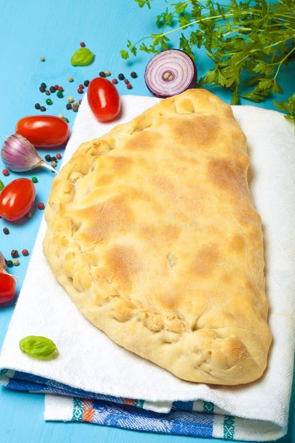 Pizza préparée avec du fromage fondu toned photographie stock libre de droits