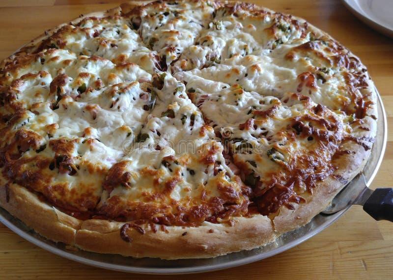 Pizza profunda do prato fotografia de stock