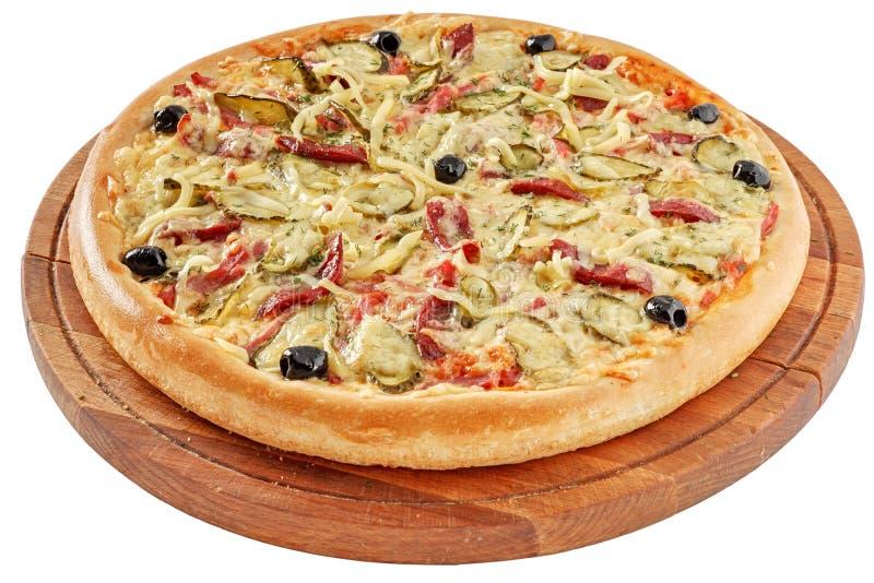 Pizza rústica com presunto e salmouras foto de stock