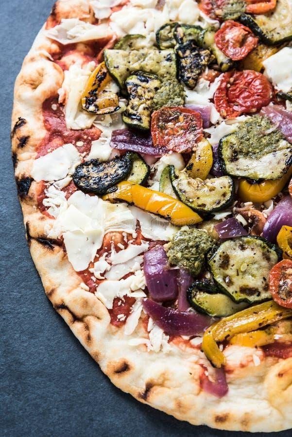 Pizza rôtie de légumes images stock