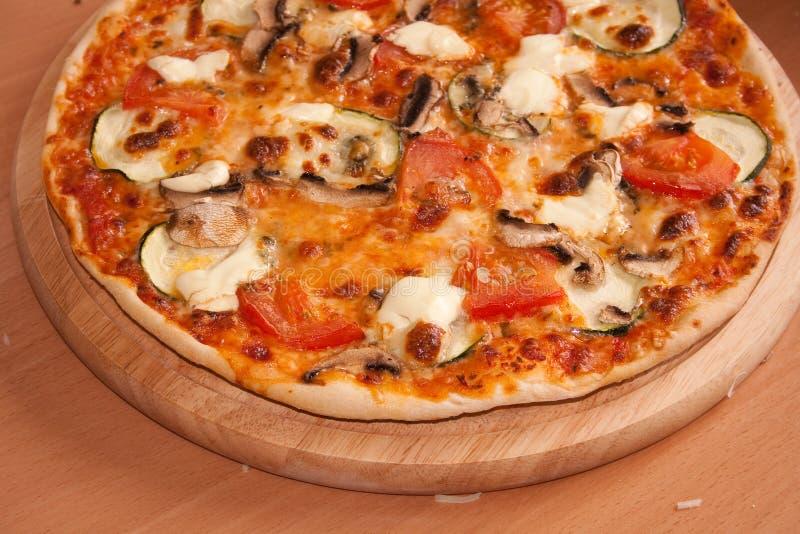 Pizza, recentemente da fornalha com schmant fotografia de stock royalty free