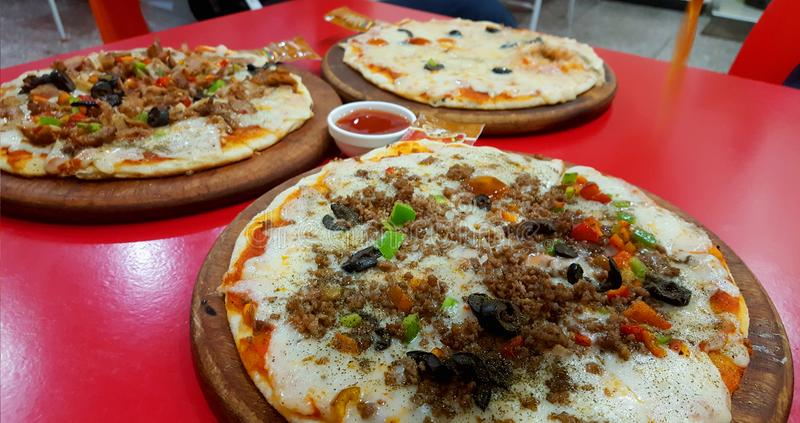 pizza recentemente preparada fotos de stock royalty free