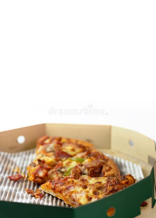 A pizza restante está na caixa Caixa vazia da pizza com as três sobras da fatia Vista superior imagens de stock