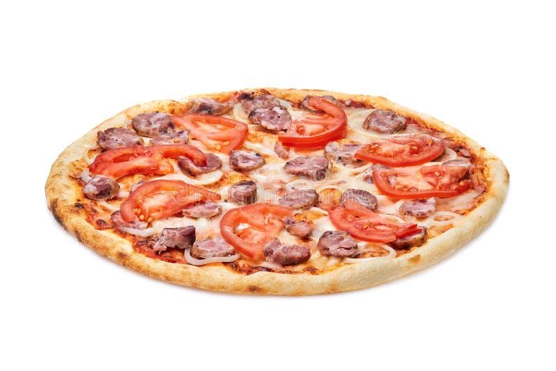 Pizza saboroso, saboroso com tomates, queijo, cebolas e salsicha isolados no fundo branco fotos de stock royalty free